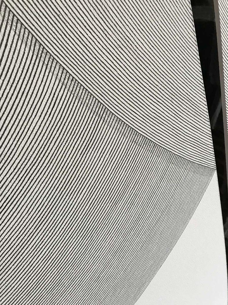 Las lineas y sombras de un segundo mural grande.