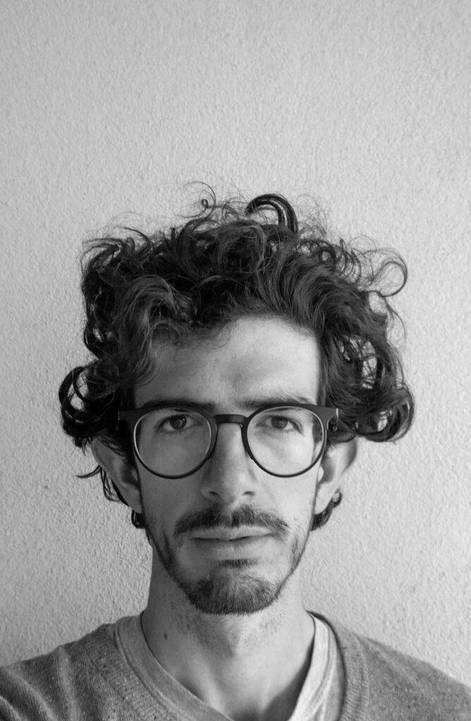 El artista - foto de perfil en blanco y negro